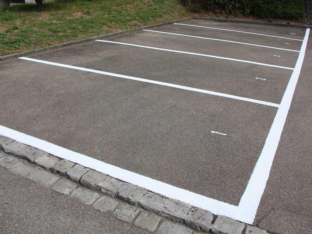 Parkplatzbeschriftung Spezialfarbe Malerarbeiten Kloten Chris Stettler